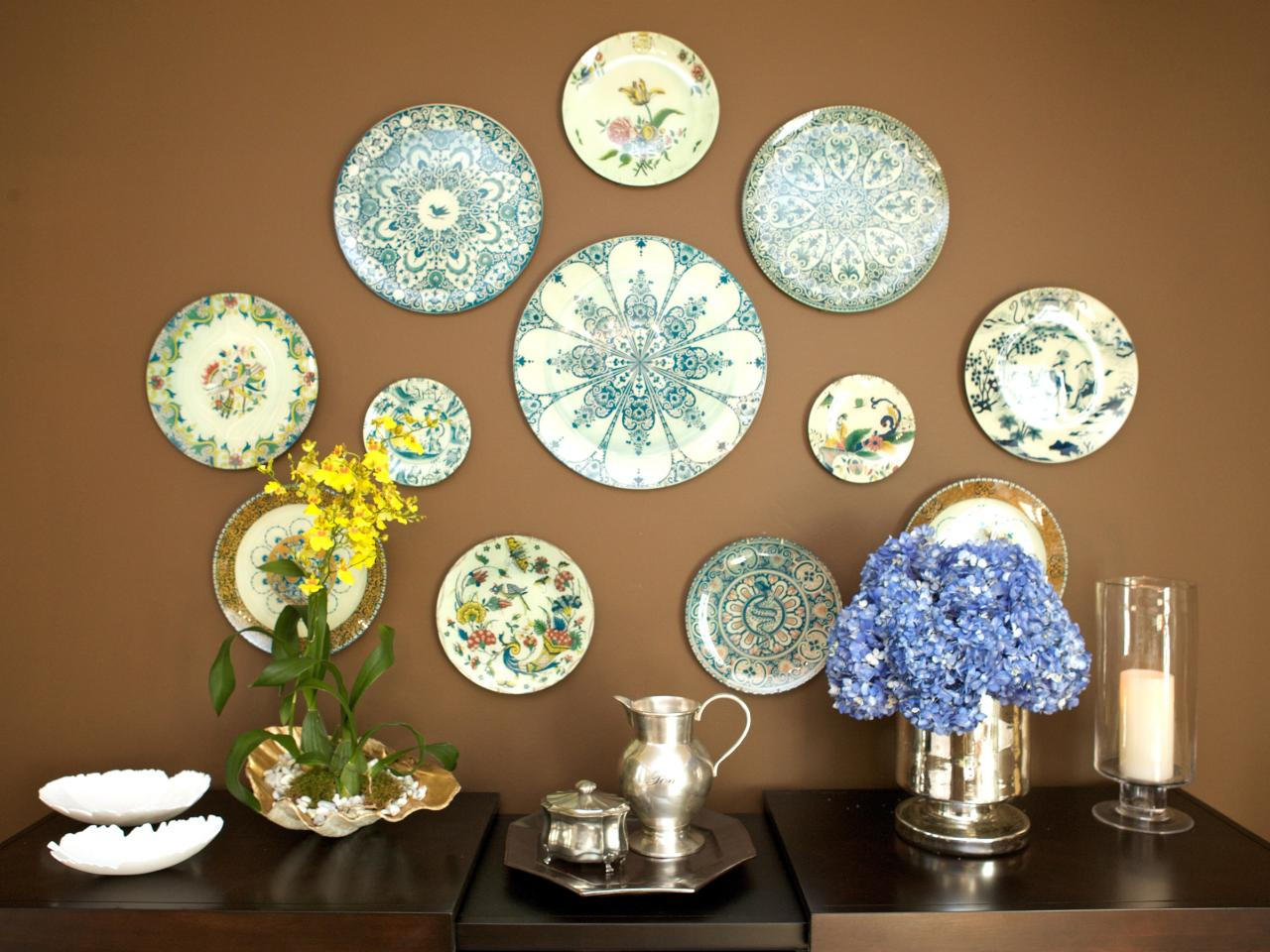 HHILO112_High-Dining-Room-Plate-Display_s4x3.jpg.rend.hgtvcom.1280.960