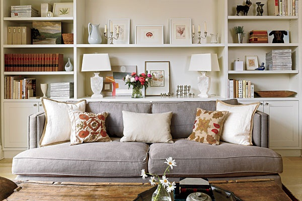 Stylish-Living-Room-with-Bookshelves-Decoration